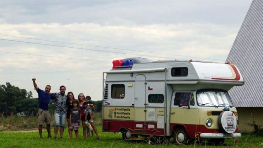 Almas solidarias. Hernán y Cynthia invitaron a su campo cercano a la frontera con Uruguay en Entre Ríos a Gino, Tefi y los pequeños Filippo y Giuseppe (Kombi familia sobre ruedas) cuando los cuatro viajeros chilenos fueron expulsados de Gualeguaychú