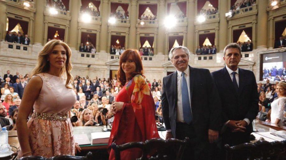 Fernández habilitó las tareas legislativas, acompañado por Cristina y Sergio Massa. Foto: prensa Congreso.-