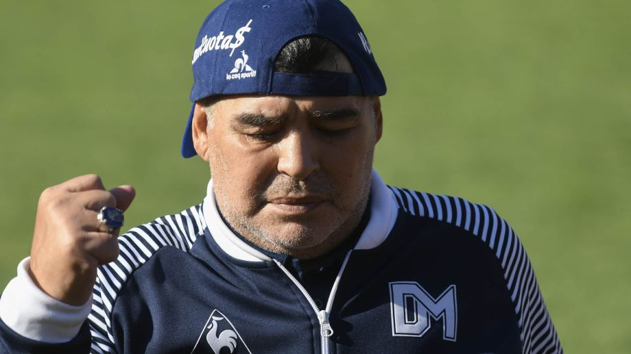 Maradona se mostró molesto con la postura de sus hijas.