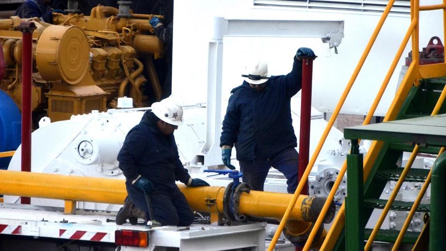 El sindicato de Petroleros Privados aseguró que las empresas petroleras analizan dejar sin salario a miles de trabajadores.