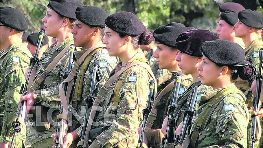 """Las """"rodetes"""", como les decían despectivamente al inicio de la transformación, llegaron hoy a los mandos militares. Signo del cambio."""
