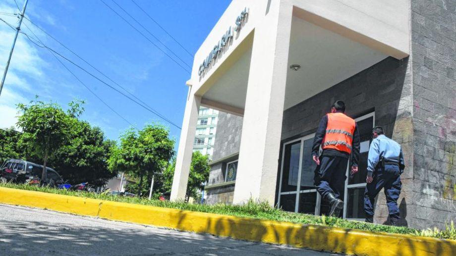 Comisaría Tercera, de Roca. Allí estuvo arrestada la joven hasta su trágica decisión, en 2009. Foto: archivo.-