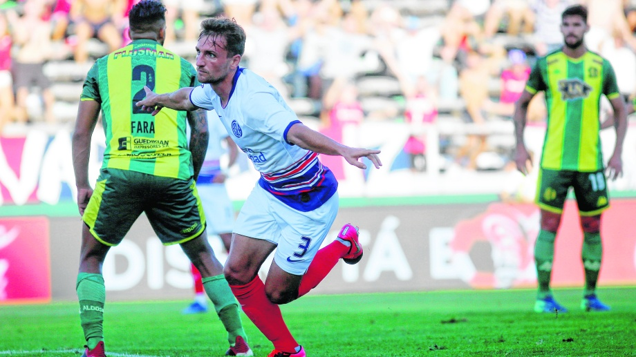 Pittón ratificó su gran momento y marcó el camino de la victoria. (Foto: Télam)