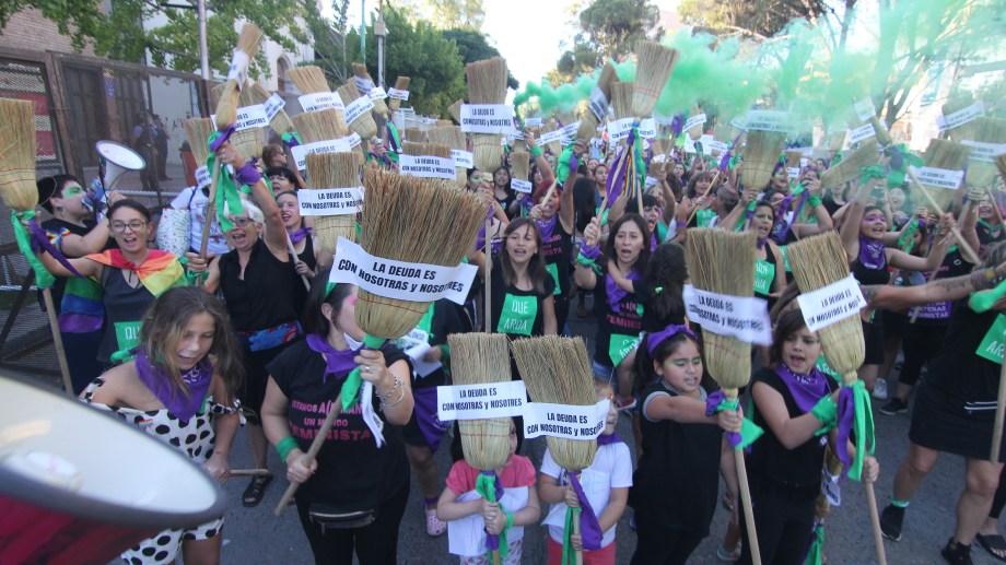 La marcha del 8M en Neuquén.Foto: Oscar Livera