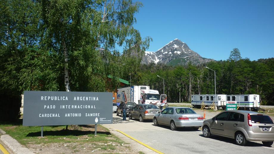 El paso Samoré actualmente solo está habilitado para camiones de carga que hacen la ruta Chile-Chile. Archivo
