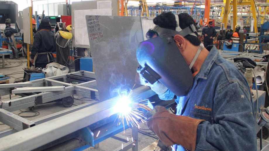 La industria metálica básica continúa golpeada por la cuarentena y la crisis económica.