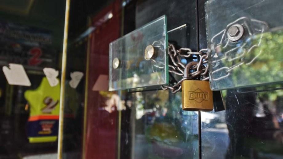 Muchos de los locales permanecen cerrados y hay preocupación entre los comerciantes sobre su futuro. Foto: Gonzalo Maldonado.-
