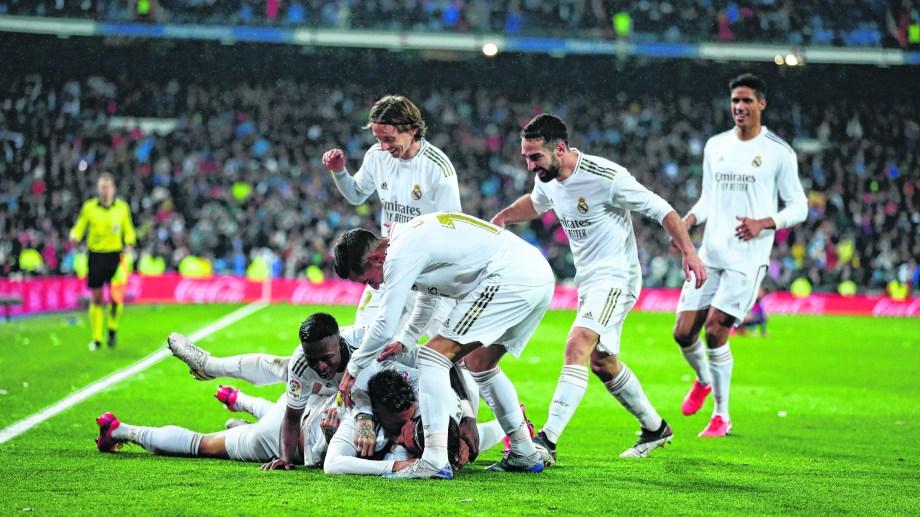 Real Madrid festejó en el clásico de España.