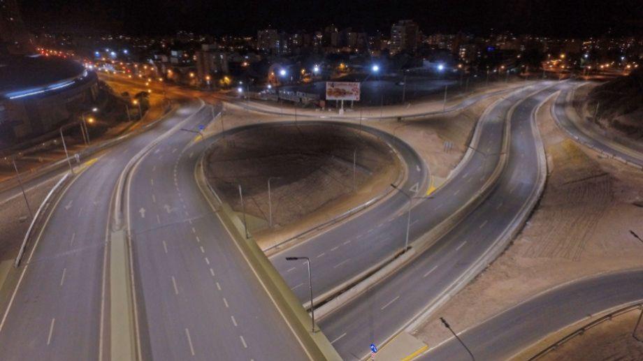 La avenida Argentina fue protagonista de una escena pocas veces vista en la historia reciente de la capital neuquina. Foto: Fabián Ceballos.