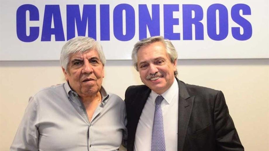 Alberto Fernández y Hugo Moyano, juntos durante la campaña electoral del año pasado. Foto archivo.