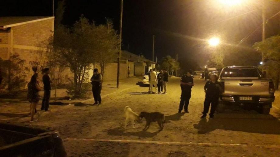 El crimen ocurrió cerca de las 22 en calle Tortolitas al 3700. (foto: gentileza TodoRoca)