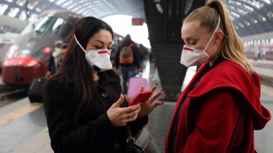 Así se controlan en las calles quienes no padecen la afección. Foto: gentileza.-