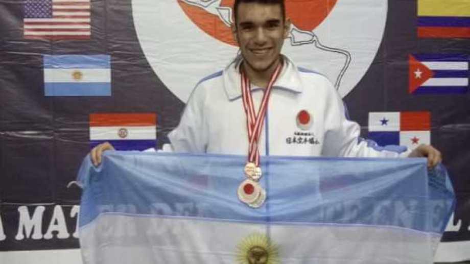 Valdebenito la rompió en los Panamericanos de 2018 en Perú.