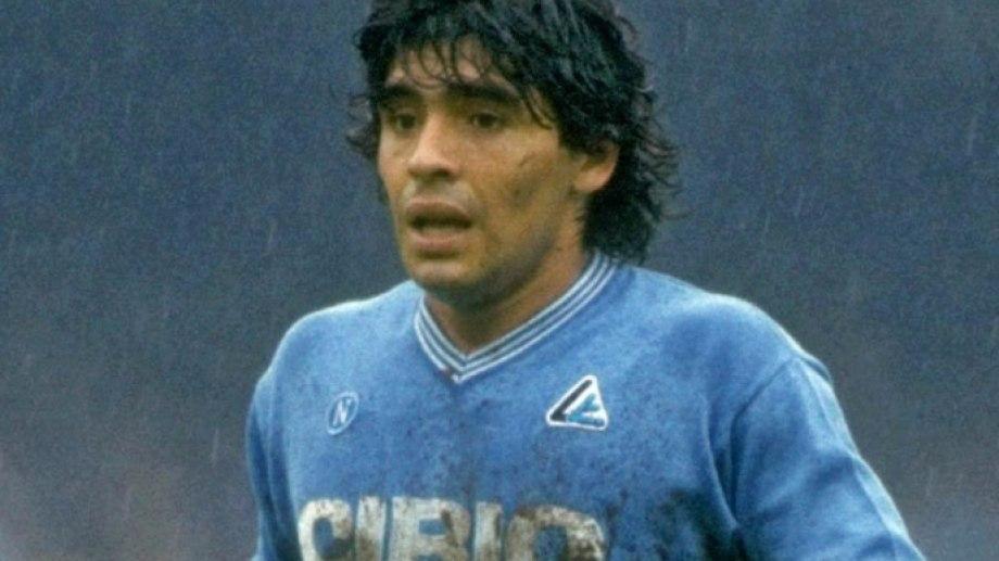 En su último partido, Diego metió un gol de penal pero Nápoli perdió 4 a 1.