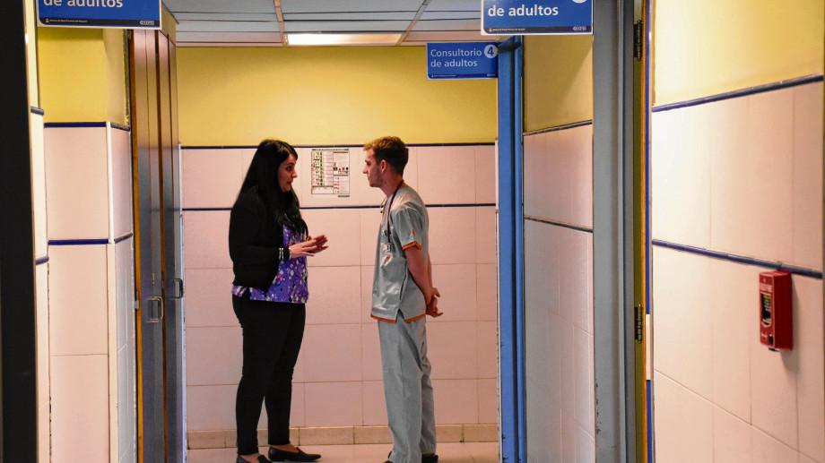 Docentes y médicos de la Unco trabajan en la atención de casos afectados por el Coronavirus. Foto: archivo.