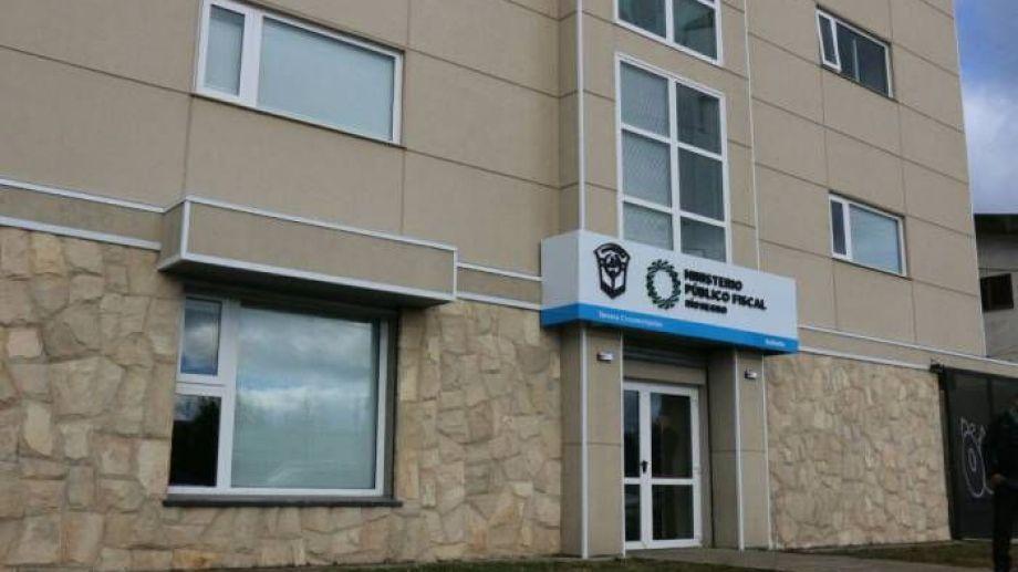 Como parte del protocolo sanitario se dispuso la desinfección del edificio del Ministerio Público Fiscal en Bariloche. (Foto archivo)