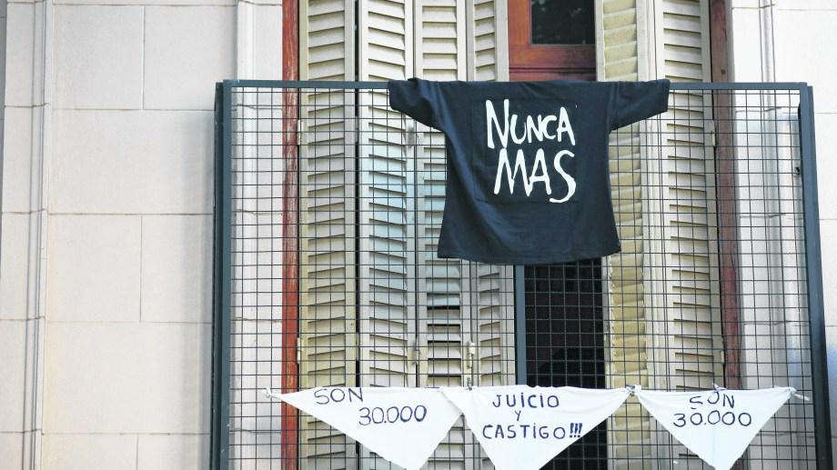Al no no poder marchar por el aislamiento obligatorio, se conmemorò el Día de la Memoria desde las casas. Foto: archivo