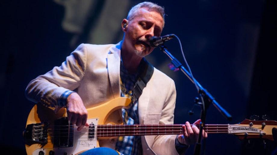 """""""El espíritu del rock viene conmigo y aporta lo suyo"""", asegura Pedro azna, quien mezcla varios géneros en sus recitales."""