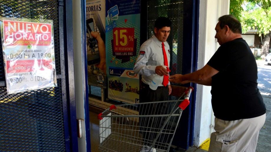 Los supermercados de Viedma trabajan con el nuevo horario. Foto: Marcelo Ochoa.
