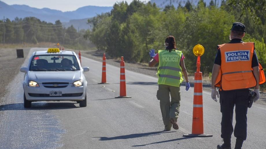 Las fuerzas de seguridad provincial y nacional intensificaron los controles en las rutas de la región. Archivo Foto: Patricio Rodríguez/San Martín de los Andes.