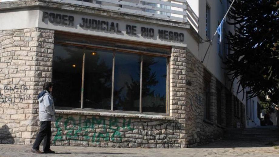 El fallo de un juez Civil de Bariloche ordena indeminzar a una paciente por un tratamiento odontológico mal realizado. Archivo