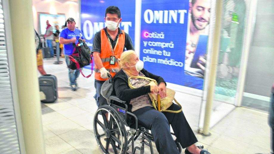 En el aeropuerto se siguen  protocolos sanitarios en los vuelos. (FOTO: Yamil Regules)