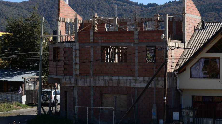 Para tramitar la autorización de la obra de una casa, se demora 6 meses  en la municipalidad de Bariloche. Archivo