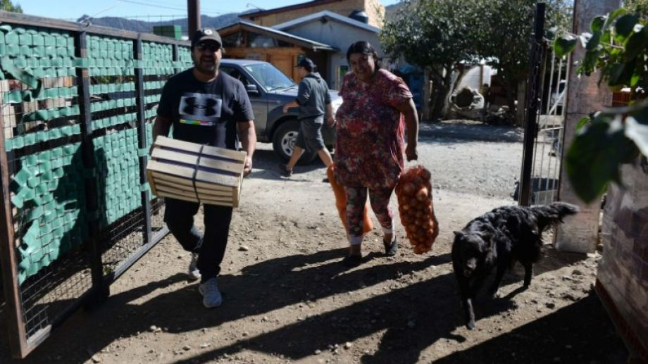 """Red Solidaria entregó alimentos donados en comercios y lanzó la campaña """"caja solidaria"""". Foto: Alfredo Leiva"""