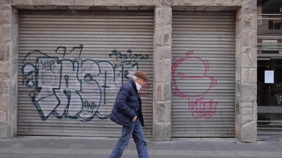 Hay adultos mayores que viven solos y no pueden salir, por eso acuden a la red de asistencia de la UNRN. Foto: Alfredo Leiva