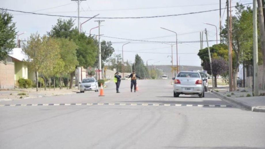 """Se realizan rigurosos controles en el marco del """"aislamiento"""". (Foto: gentileza municipalidad de Los Menucos)"""