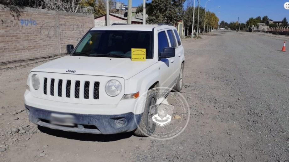 Dos jóvenes circulaban con cocaína y marihuana en un Jeep, rompiendo la cuarentena obligatoria. (Foto: Gentileza).