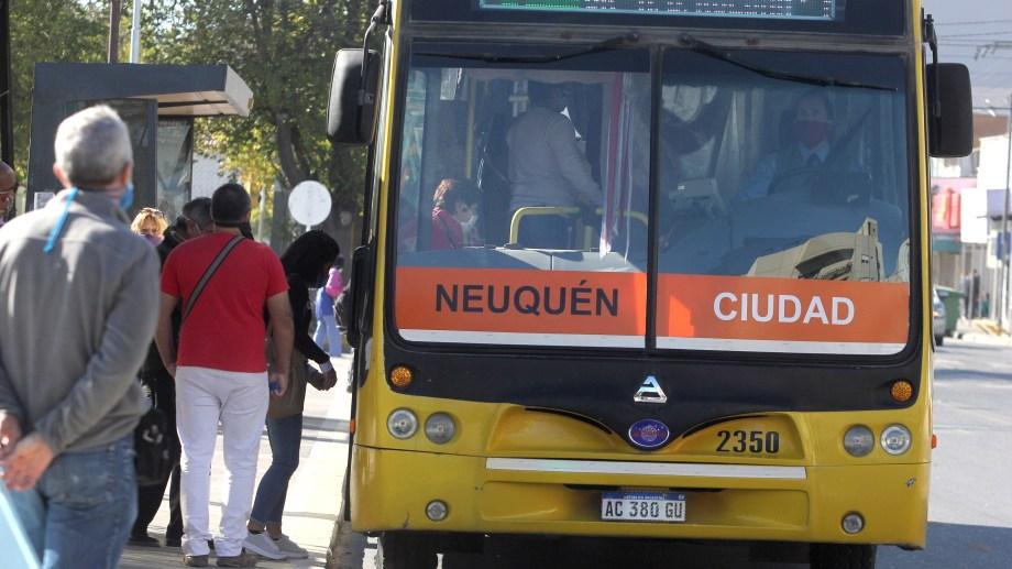 Los choferes de Neuquén resaltaron que estuvieron expuestos al coronavirus desde el inicio de la pandemia.  (foto archivo Oscar Livera)