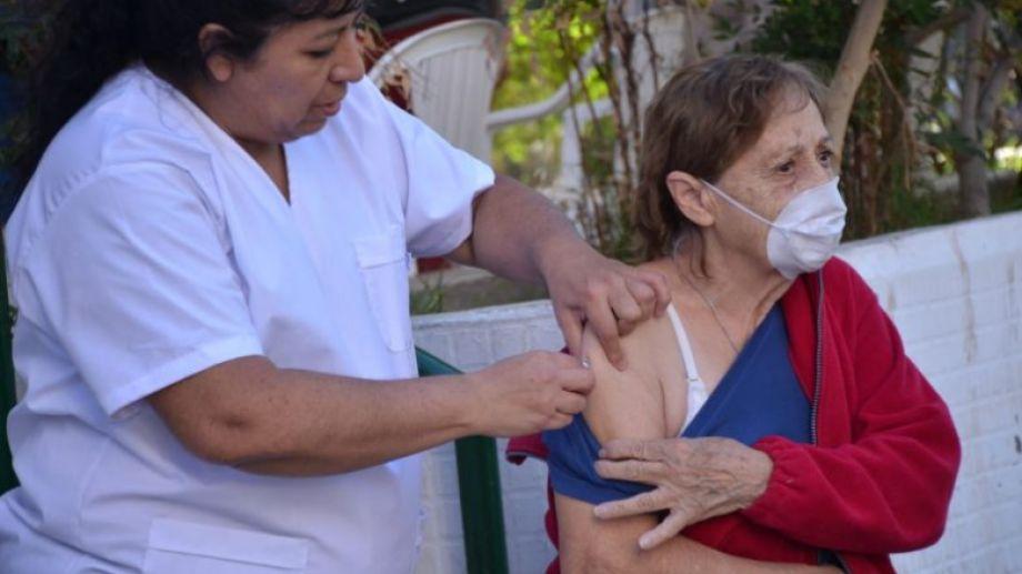 En Neuquén se comenzó con la vacunación contra el coronavirus en diciembre del año pasado. (Yamil Regules).