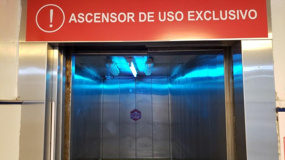 Uno de los equipos fue instalado en el ascensor del hospital. Foto gentileza.