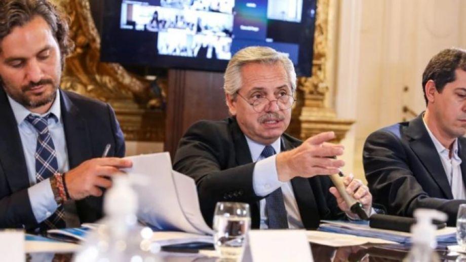 Alberto Fernández permanece conectado con sus ministros, para evaluar cómo es el avance de la situación sanitaria. Foto: archivo Clarín.-