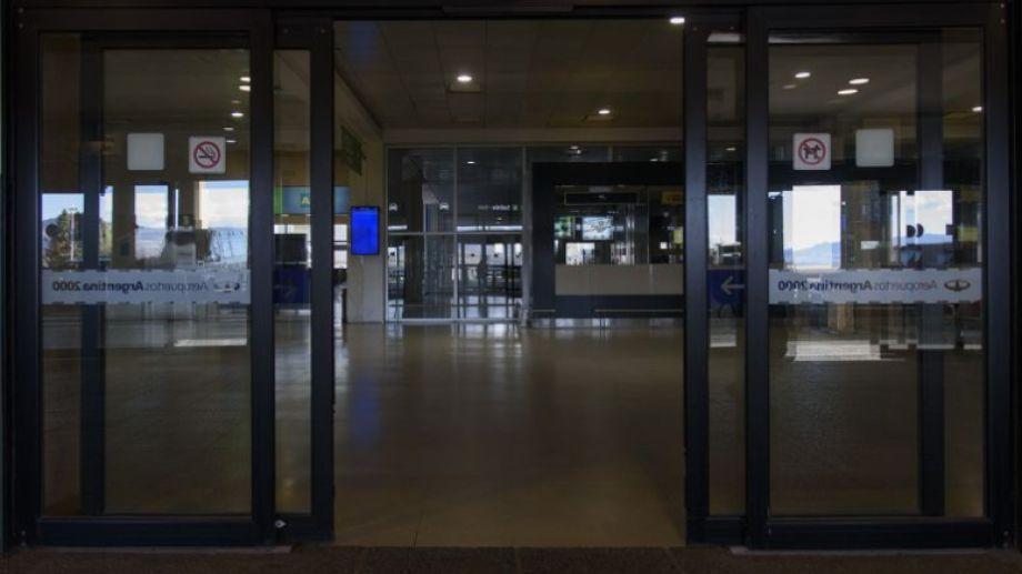 El aeropuerto internacional Teniente Luis Candelaria paralizó su obra de ampliación y está vacío por la falta de vuelos. Archivo