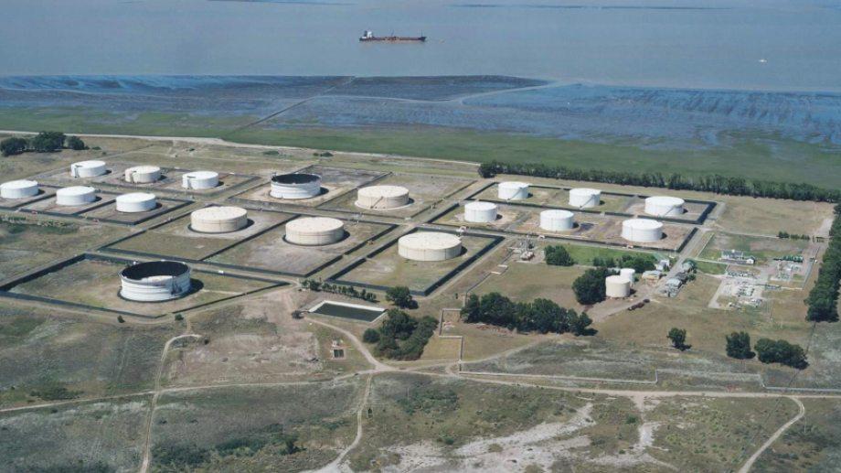 Los depósitos de Oiltanking Ebytem están repletos de petróleo.