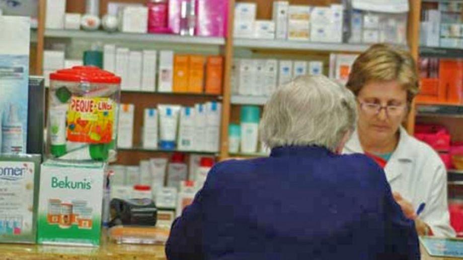 El objetivo es evitar la acumulación de gente en las farmacias. Foto: archivo.-