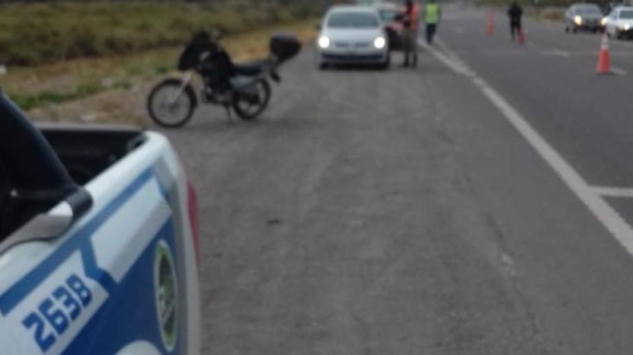 Personal de la Brigada Rural de la policía realiza operativos de control en la ruta 22. (Foto gentileza)