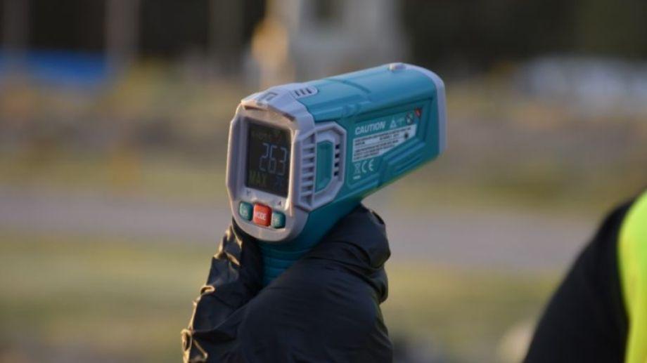 Los controles de temperatura se realizan en todo el país. Foto: agencia.-