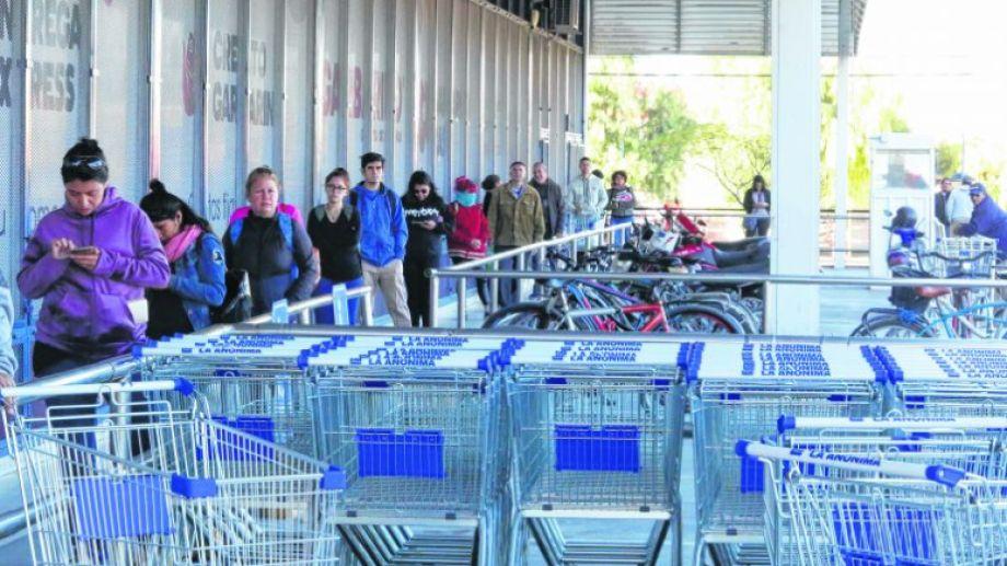 La cola más ordenada fue la de un supermercado.