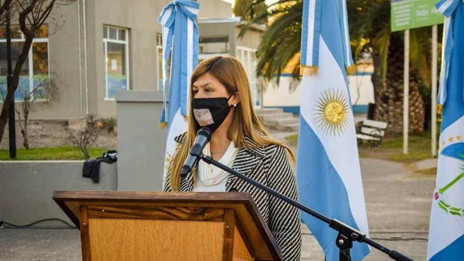 La intendenta de Plottier Gloria Ruiz asegura que es importante mantener las actividades económicas abiertas. (Gentileza).-