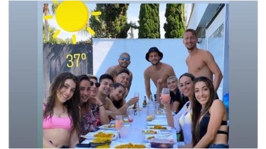 La imagen que circuló de la reunión de los tres futbolistas argentinos del Sevilla en medio de la cuarentena.