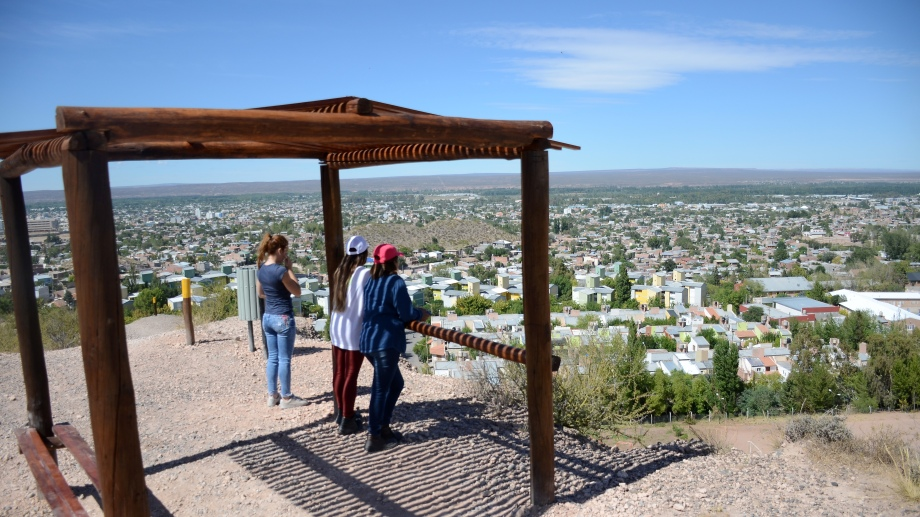 El mirador en Parque Bardas Soleadas, un sendero de más de un kilómetros para recorrer (Foto Archivo Mauro Pérez)