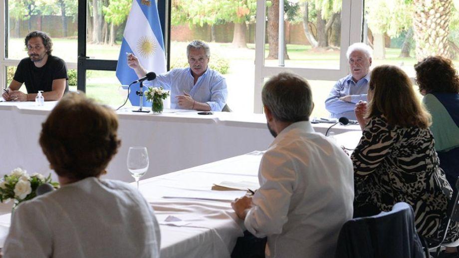 Fernández mantiene estos encuentros para evaluar la evolución del contexto sanitario.  Foto: archivo.-