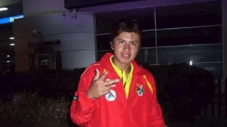 Deibert Frans Roman Guzmán, era un jugador boliviano que se desempeñaba en  en el Club Universitario del Beni, de segunda división de su país.
