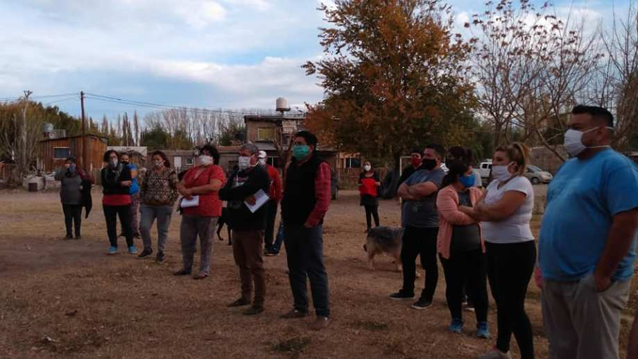 Vecinos de 4 asentamientos de Cipolletti se organizaron para exigir el servicio de electricidad. (Foto gentileza)