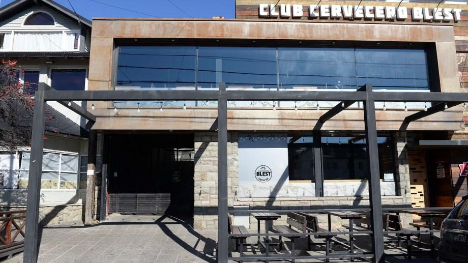 Las cervecerías en Bariloche permanecen cerradas y solo venden por delivery. Foto: Alfredo Leiva
