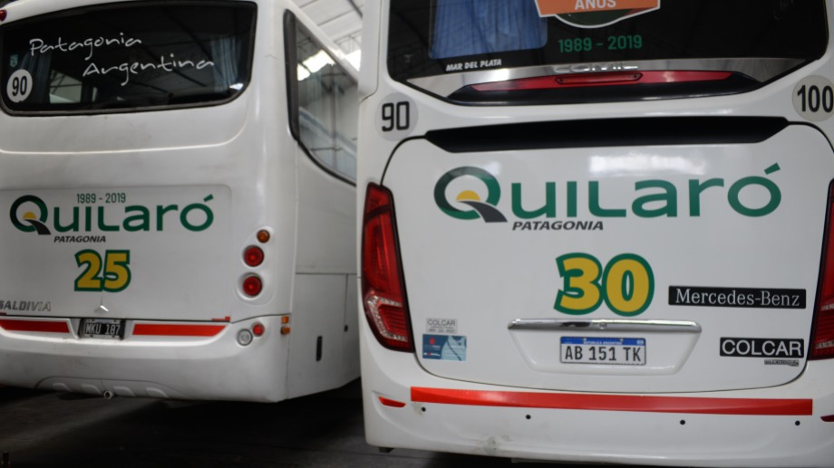 Los colectivos destinados a traslados de turistas en excursiones están parados. Foto: Alfredo Leiva