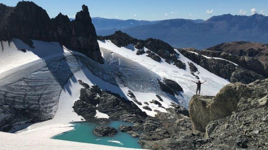 Laguna y glaciar del cerro Morrudo, uno de los tantos paraísos escondidos de El Bolsón. Es un trekking de tres dias. Foto: Emiliano Becerra.